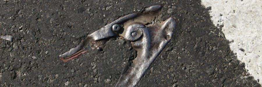 """Asphalt Archeology"" par Mike Mission"